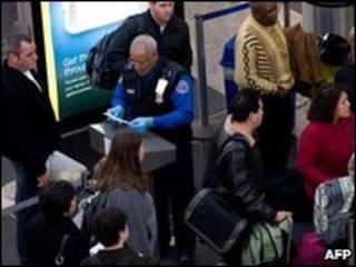 Passageiros em aeroporto da Virgínia