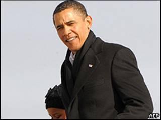 Barack Obama desembarca em Washington depois das férias