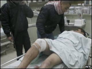 Hombre herido en Khan Younis, 5 de enero de 2010.