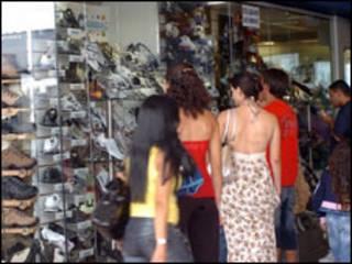 Consumidores vão às compras em Brasília (José Cruz/ABr)