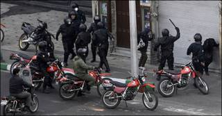 پلیس و معترضان روز عاشورا