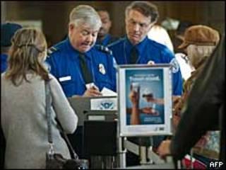Проверка пассажиров в американском аэропорту