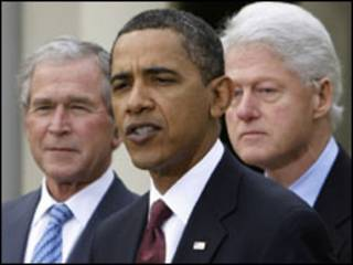 George W. Bush, Barack Obama e Bill Clinton. Foto AP