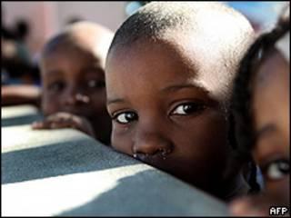 Niños en un orfanato de Haití el 18 de enero