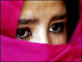Женщина с закрытым лицом