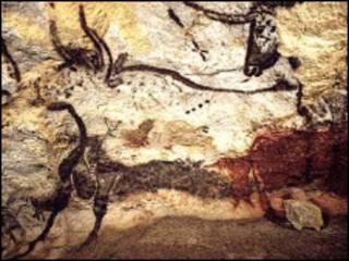 Pintura rupestre do Auroque na caverna de Lascaux, na França