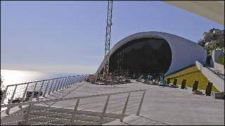 Auditório Oscar Niemeyer, na cidade de Ravello, Itália