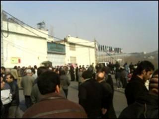 تصویری از محوطه مقابل در زندان اوین تهران
