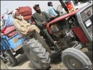 Moradores de Marja deixam a cidade antes da operação da Otan