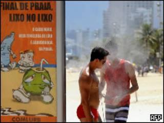Banhistas na praia de Ipanema