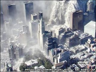 9/11 के हमले के बाद ट्विन टॉवर का ध्वस्त होना