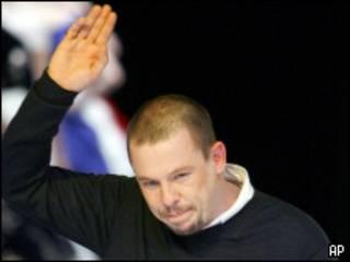 Alexander McQueen, diseñador británico