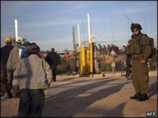 Checkpoint na fronteira da Cisjordânia (arquivo)