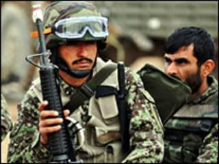 Soldados se preparam para ofensiva em Helmand (09/02)
