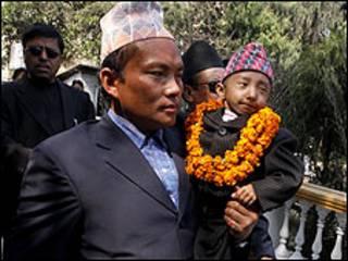 کوتاه ترین مرد نپالی و پدرش