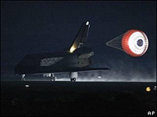 El Endeavour aterrizando en Florida, EE.UU.