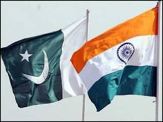 भारत-पाक झंडे