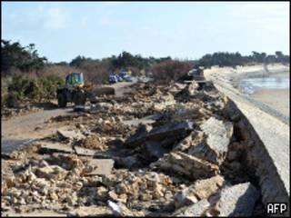 Разрушения на побережье Франции