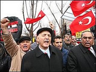 تظاهرات آنکارا علیه قطعنامه کنگره آمریکا