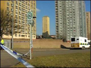 Здание, с которого спрыгнули самоубийцы