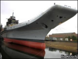 """Авианесущий крейсер, прежде известный как """"Адмирал Горшков"""" (фото РИА Новости от 13 ноября 2008 года)"""
