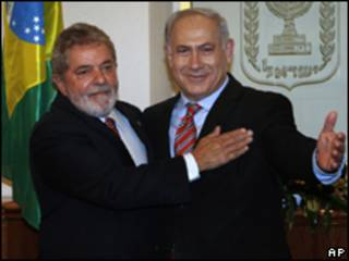 O presidente Luiz Inácio Lula da Silva durante encontro com o primeiro-ministro israelense, Binyamin Netanyahu (AP)