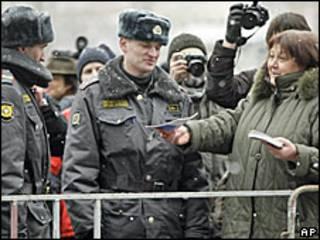 Милиционеры на Триумфальной площади