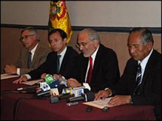 Los ex presidentes de Bolivia Jorge Quiroga, Carlos Mesa y Eduardo Rodríguez, además del ex vicepresidente Víctor Hugo Cárdenas