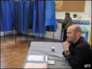На избирательном участке во Франции