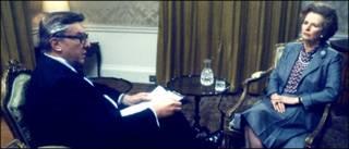 Cэр Робин Дэй во время интервью с Маргатет Тэтчер в 1984 году