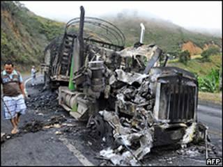 Caminhão incediado em Buenaventura na segunda-feira