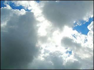 बादल से घिरा मौसम