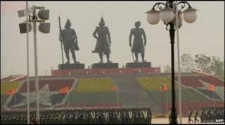 Памятник древним королям в новой столице Бирмы, Нейпьидо
