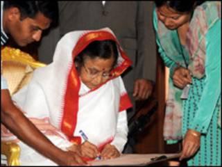 Президент Індії Патіл заповнює анкету перепису