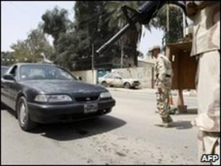 Ponto de vistoria em Bagdá (arquivo)