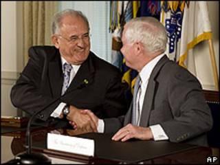 Robert Gates, secretario de Defensa de EE.UU., y Nelson Jobim, ministro de Defensa de Brasil