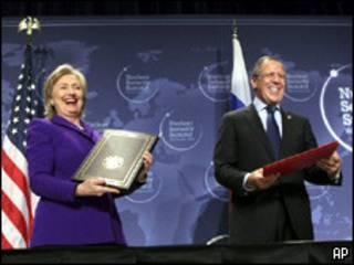 لاوروف و کلینتون در اجلاس واشنگتن