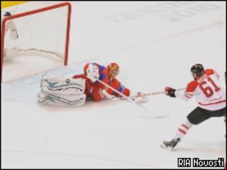 Российские хоккеисты Евгений Набоков, Денис Гребешков и канадец Рик Нэш (РИА Новости, 24 февраля 2010 года)