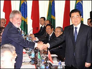 Lula e Hu Jintao em Brasilia (Foto: Roosewelt Pinheiro/ABr)