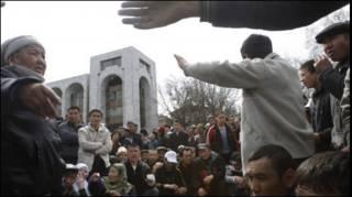 Похороны погибших в Бишкеке