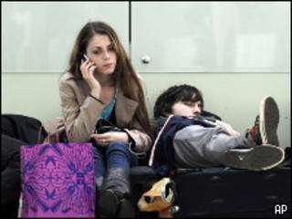 Пассажиры в аэропорту Барселоны