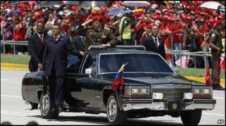 Уго Чавес на военном параде в Каракасе