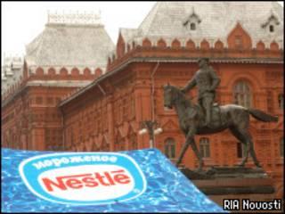 Палатка с рекламой Nestle у Красной площади