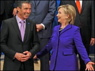 Расмусен і Клінтон на зустрічі міністрів НАТО у Таллінні