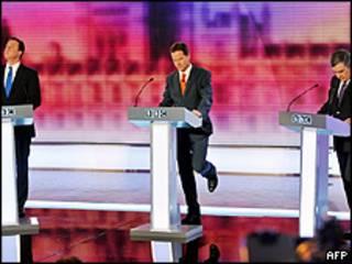Da esquerda para a direita: David Cameron, Nick Clegg e Gordon Brown