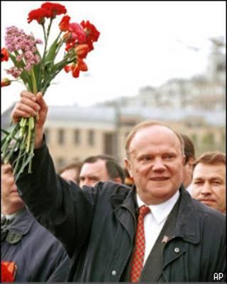 Лидер КПРФ Геннадий Зюганов на первомайской демонстрации (1999 год)