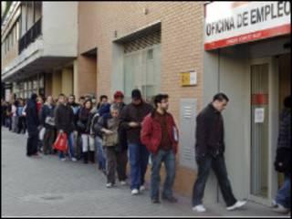 बेरोज़गारों की क़तार