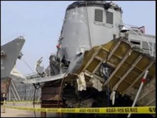 Xác tàu Cheonan được đưa lên bờ đề điều tra