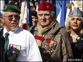 Protesto reuniu veteranos de guerra nesta sexta-feira em Cannes (Reuters)
