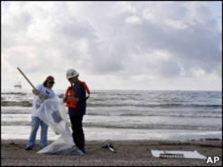 Уборка нефти на побережье Мексиканского залива
